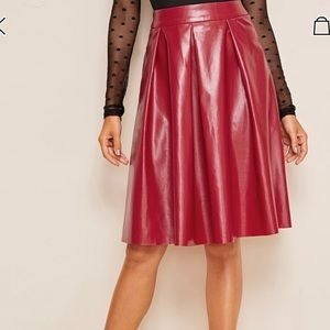 🆕💋WOW💋GORGEOUS RED LEATHER PLEATED SKIRT